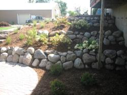 michigan fieldstone boulder retaining wall